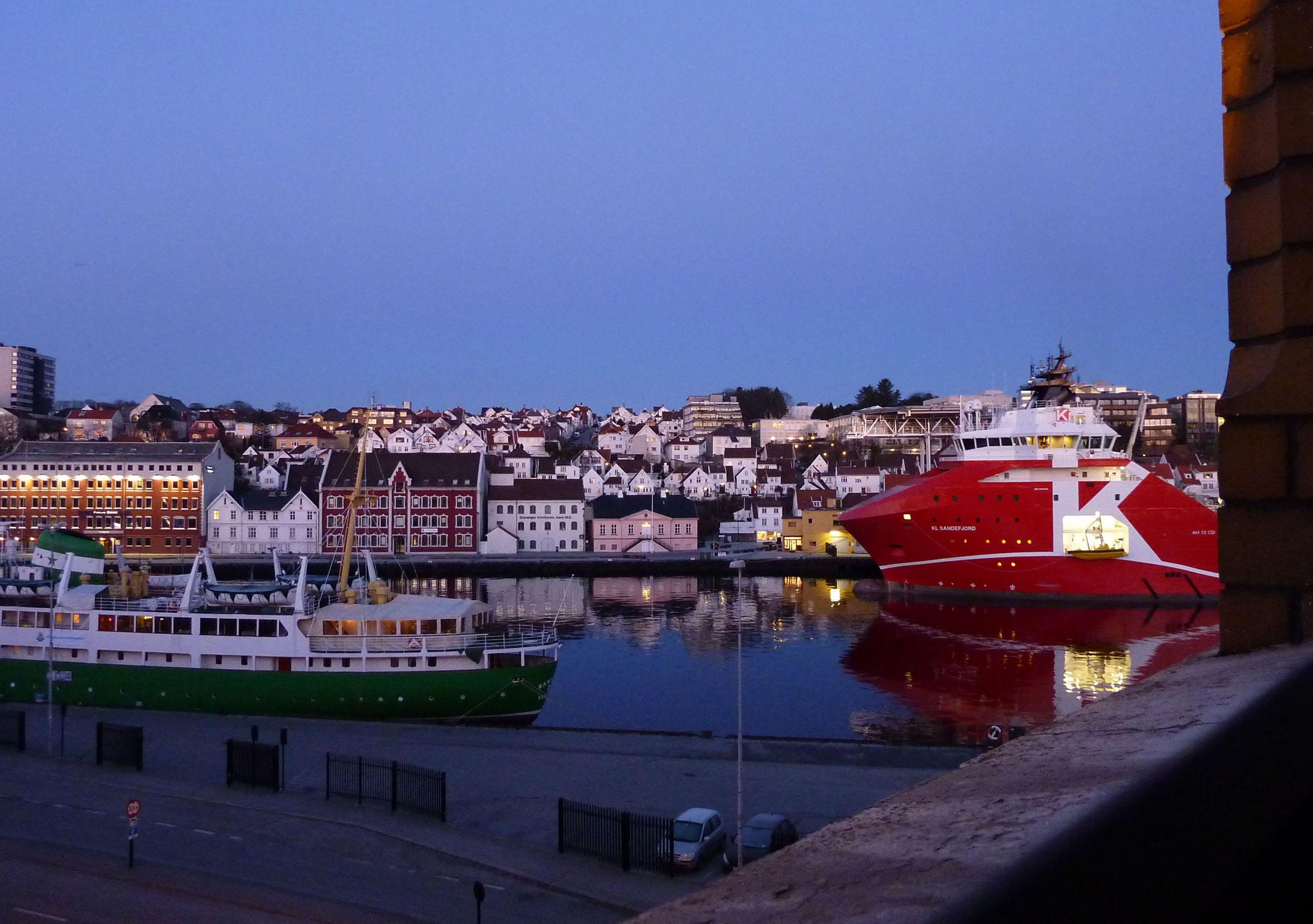 3_Stavanger_by_night